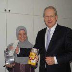 Oberbürgermeister Schostock mit Tasnim El-Naggar von Islamic Relief
