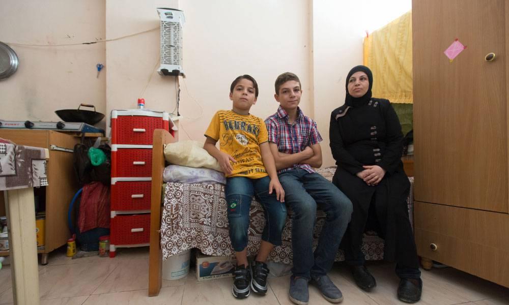 """""""In Syrien hatten wir alles. Hier haben wir nichts...Ich möchte diesen Raum endlich zu einem Zuhause für meine Kinder machen."""""""
